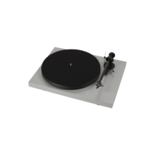 Pro-Ject Debut Carbon DC lemezjátszó /Ortofon OM-R10/ ezüst